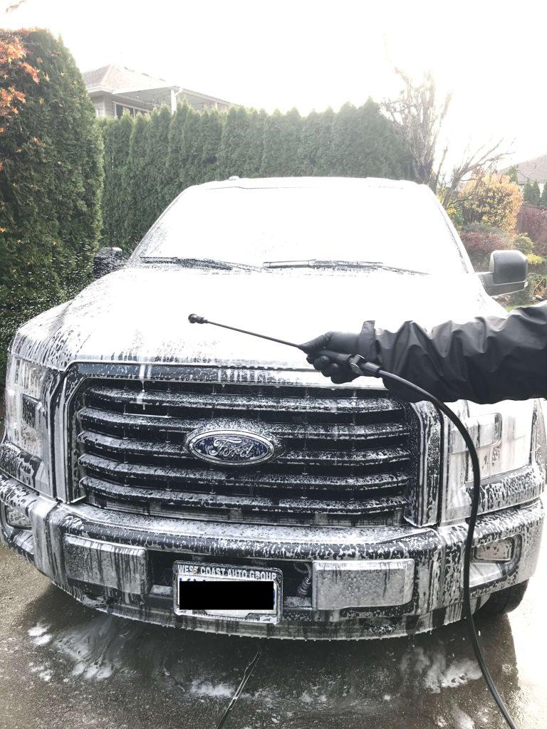 foam-bath-off-road-truck
